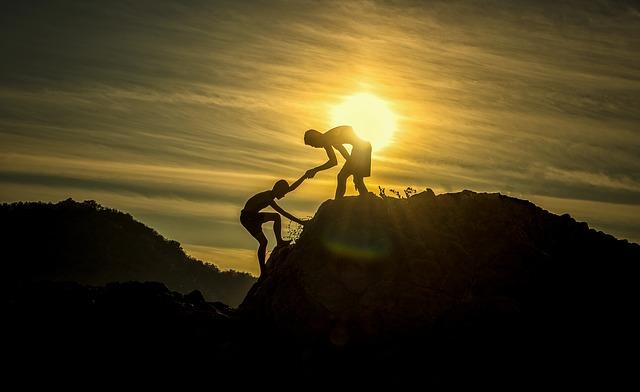 Se réunir est un début, rester ensemble est un progrès, travailler ensemble est la réussite. (Henry FOrd)